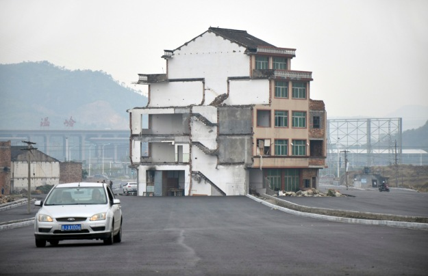 china_highway_house