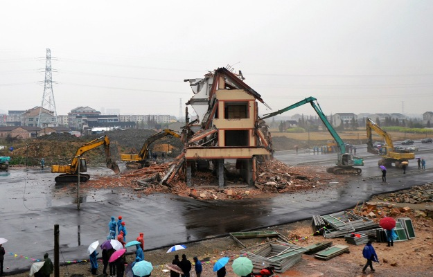 china_highway_house_demolition