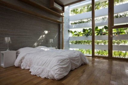 Simple bed room.