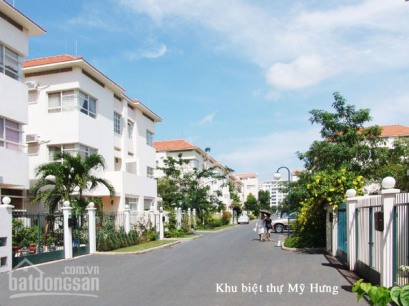 Semi-detached villa style town homes in Phy My Hung, District 7 – Sai Gon's high income new suburb.